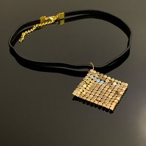 Mesh pendant choker necklace